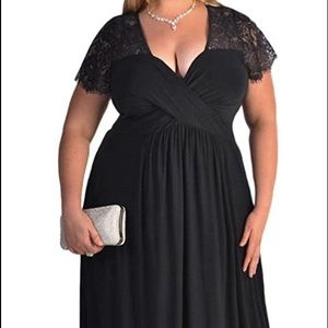 BEAUTIFUL BLACK EVENING GOWN